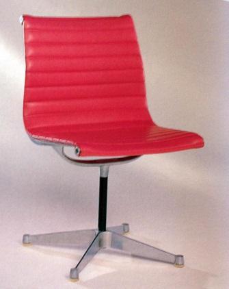 Charles Ray Eames EA 105